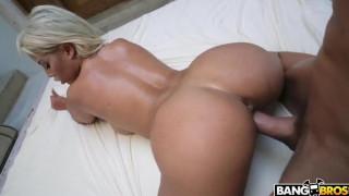 Loira linda fazendo sexo